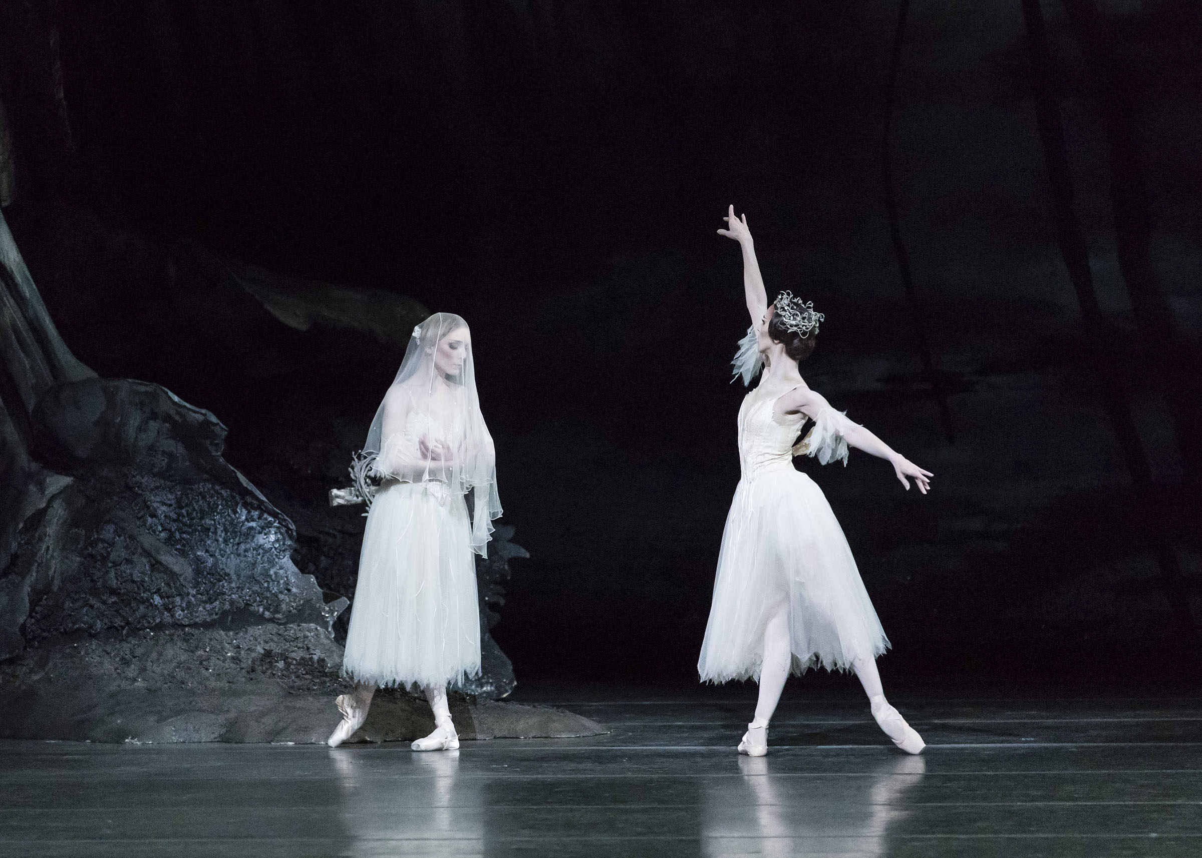 Sarah Lamb as Giselle and Itziar Mendizabal as Queen of the Wilis