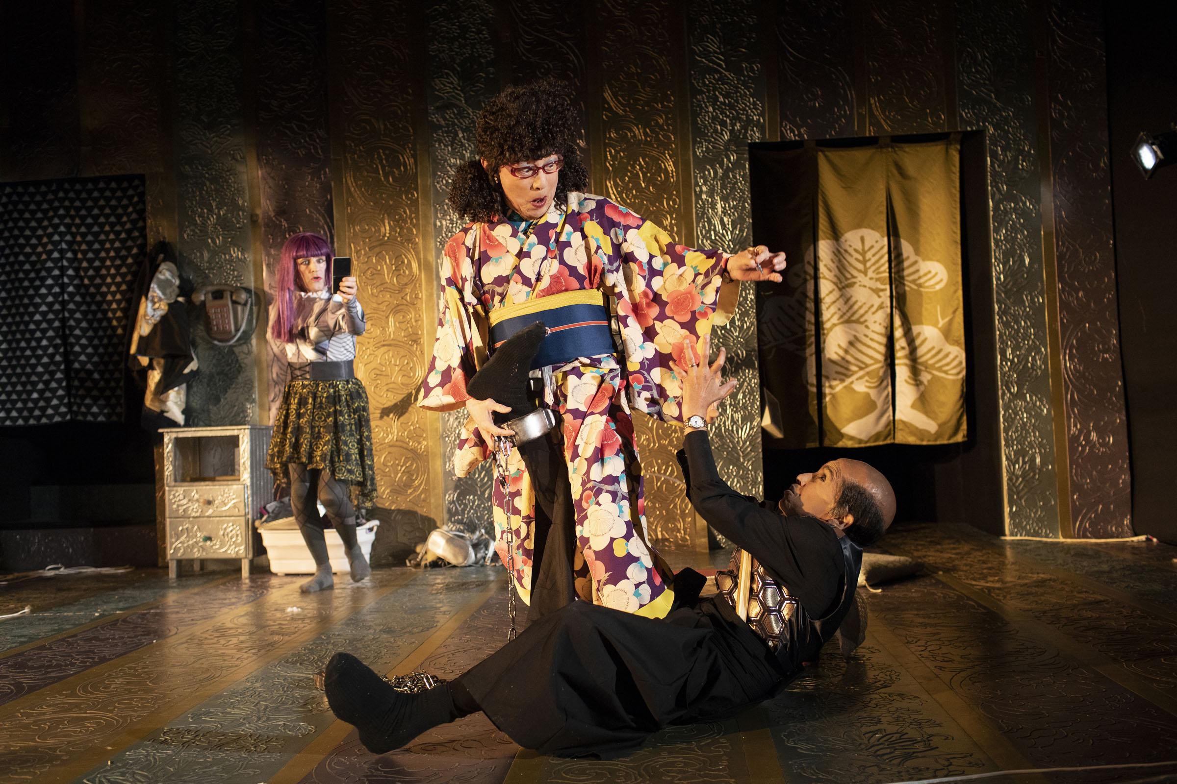Glyn Pritchard, Kathryn Hunter & Hideki Noda in One Green Bottle