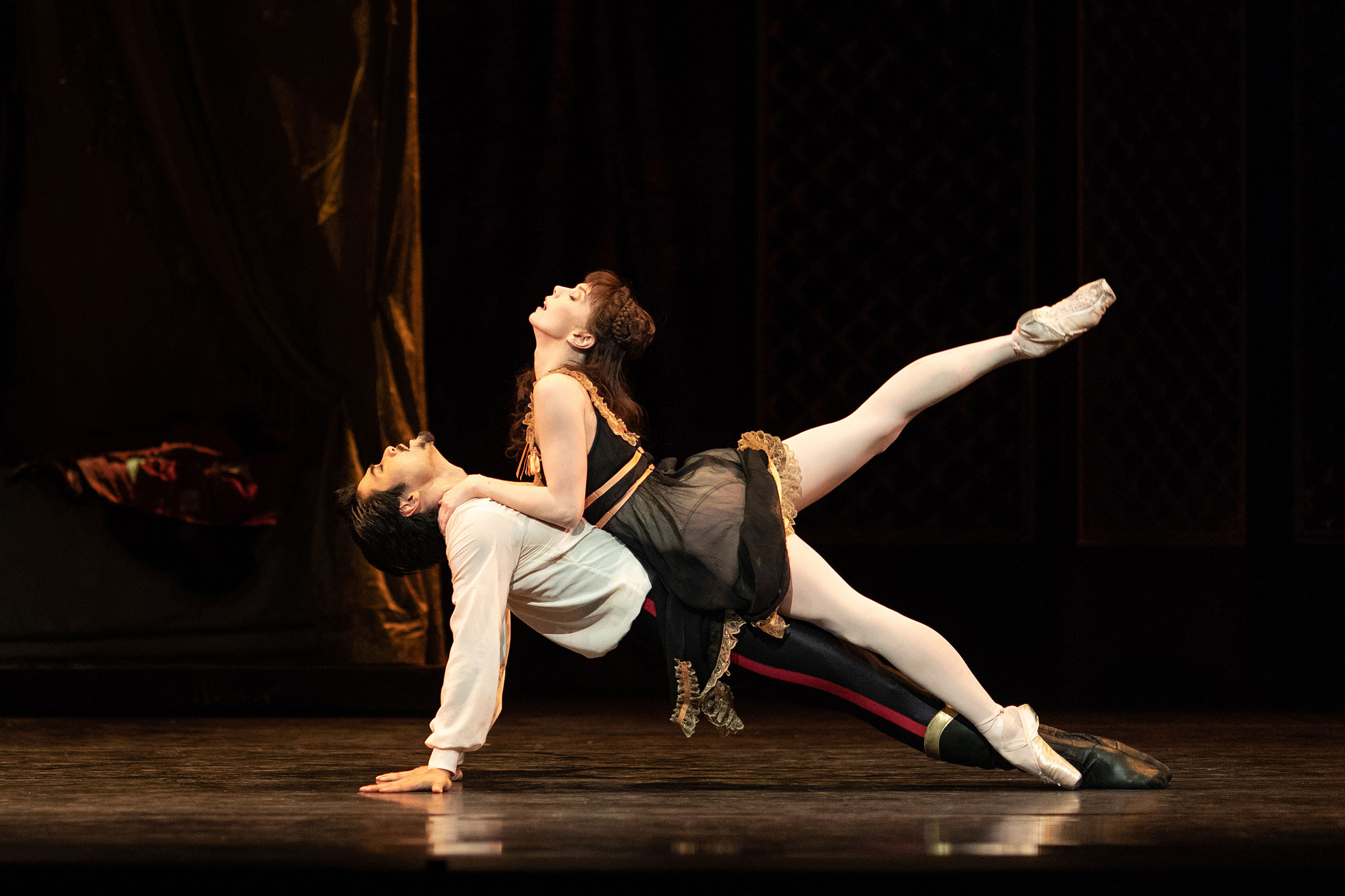 Ryoichi Hirano as Crown Prince Rudolf and Natalia Osipova as Mary Vetsera in Kenneth Macmillan's Mayerling