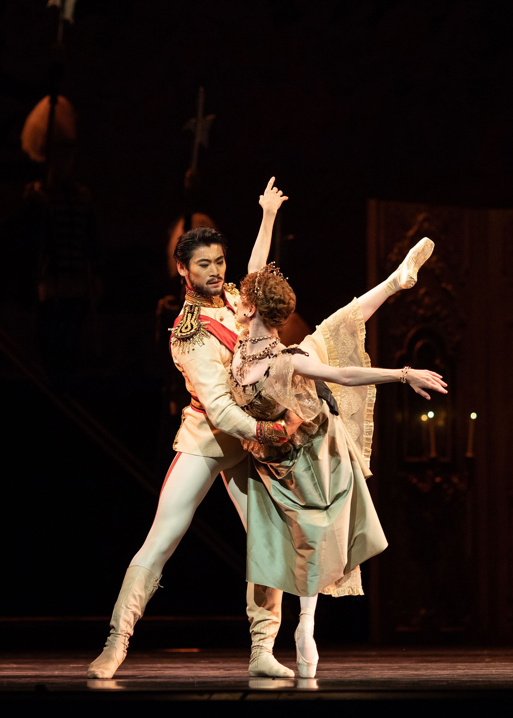 Ryoichi Hirano as Crown Prince Rudolf and Sarah Lamb as Marie Larisch in Mayerling