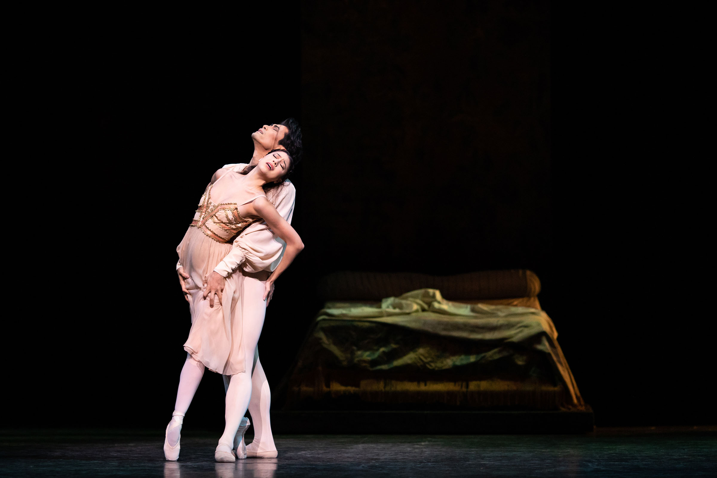 Beatriz Stix-Brunell as Juliet and Ryoichi Hirano as Romeo in Kenneth MacMillan's production of Romeo and Juliet, The Royal Ballet Season 2018/19