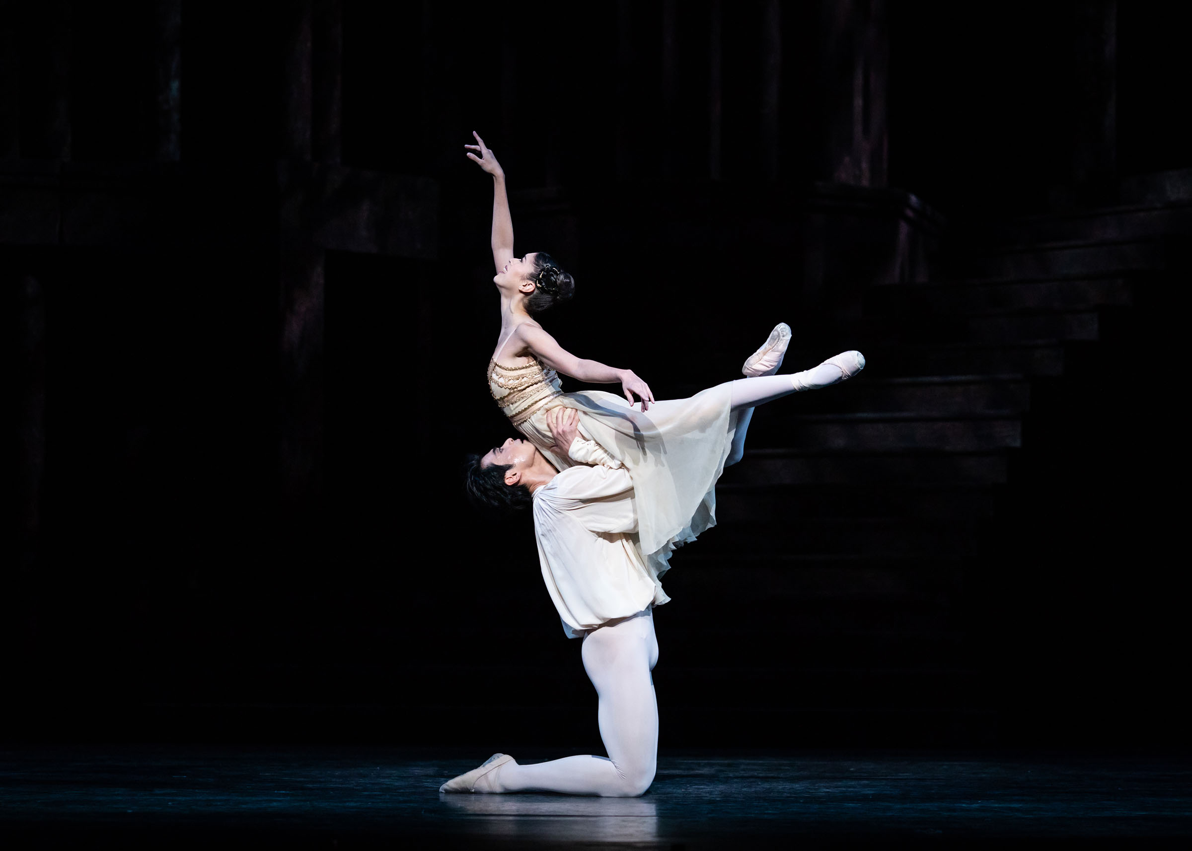 Ryoichi Hirano as Romeo and Beatriz Stix-Brunell as Juliet at the Royal Opera House