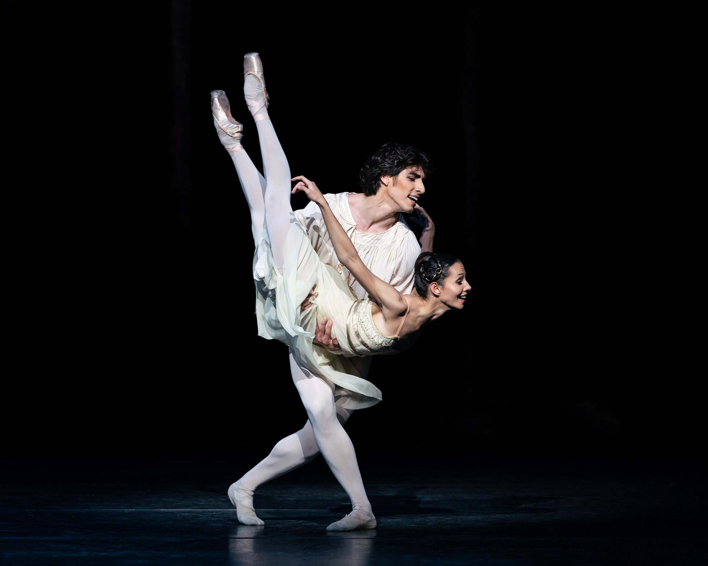 Cesar Corrales as Romeo and Francesca Hayward as Juliet in Kenneth MacMillan's production of Romeo and Juliet