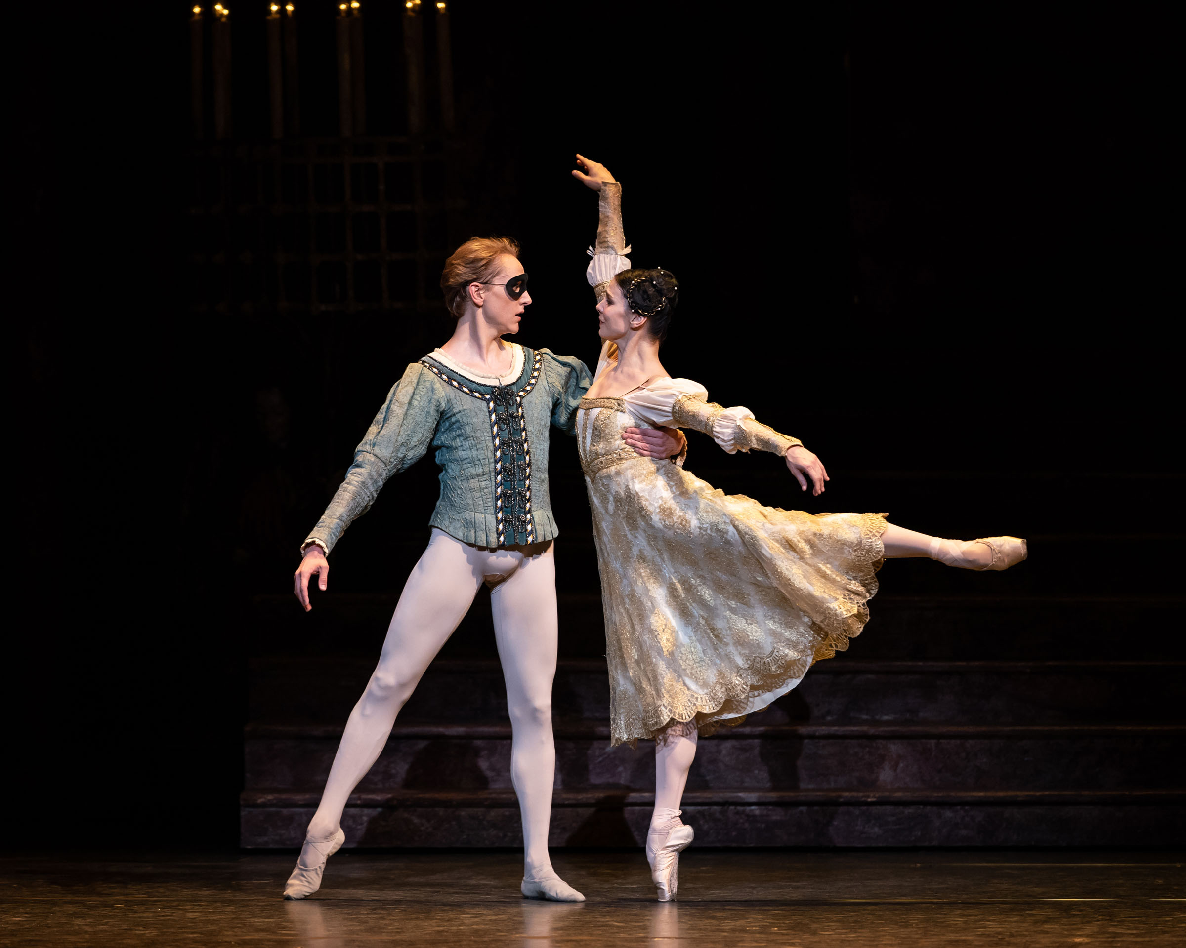 David Hallberg as Romeo and Natalia Osipova as Juliet