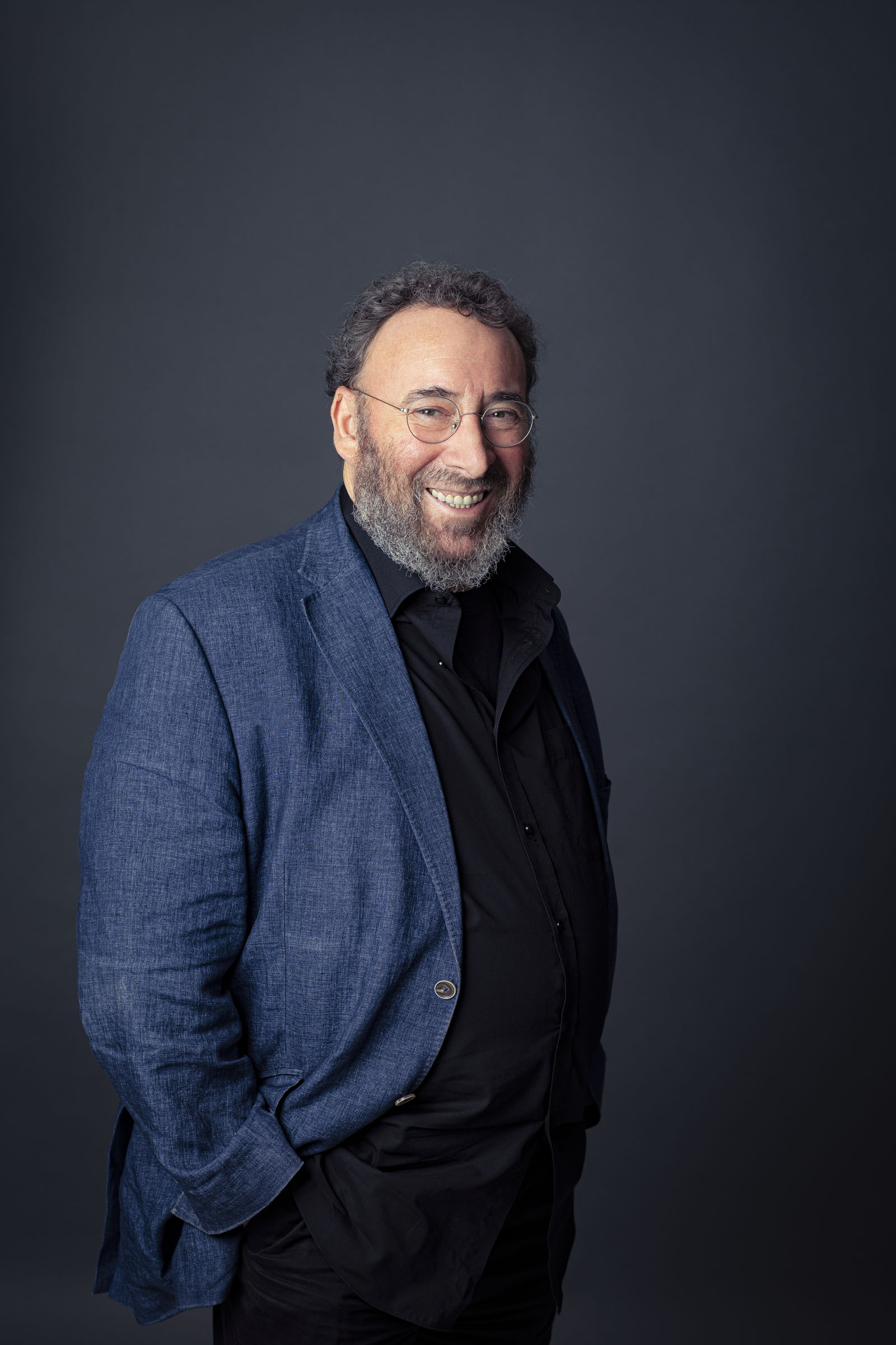 A portrait of Sir Antony Sher by Helen Maybanks