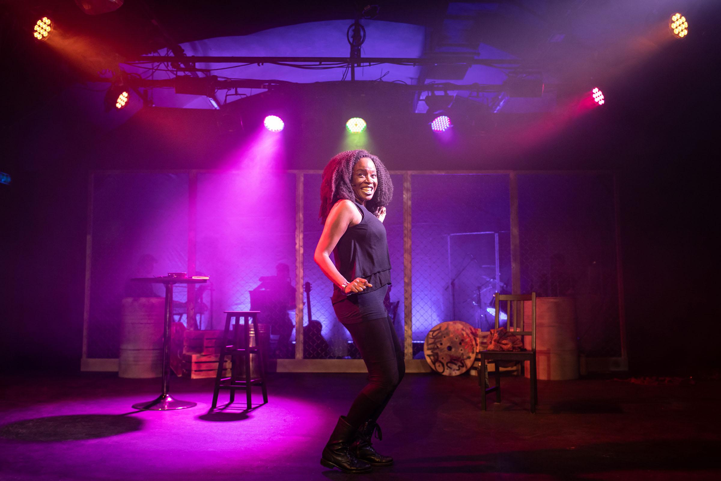 Jeannette Bayardelle as Shida