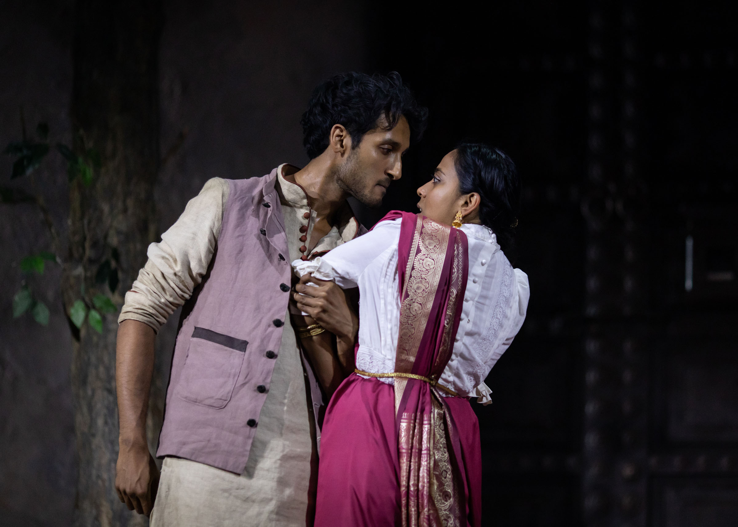 Assad Zaman as Kaushik Das and Anjana Vasan as Niru and