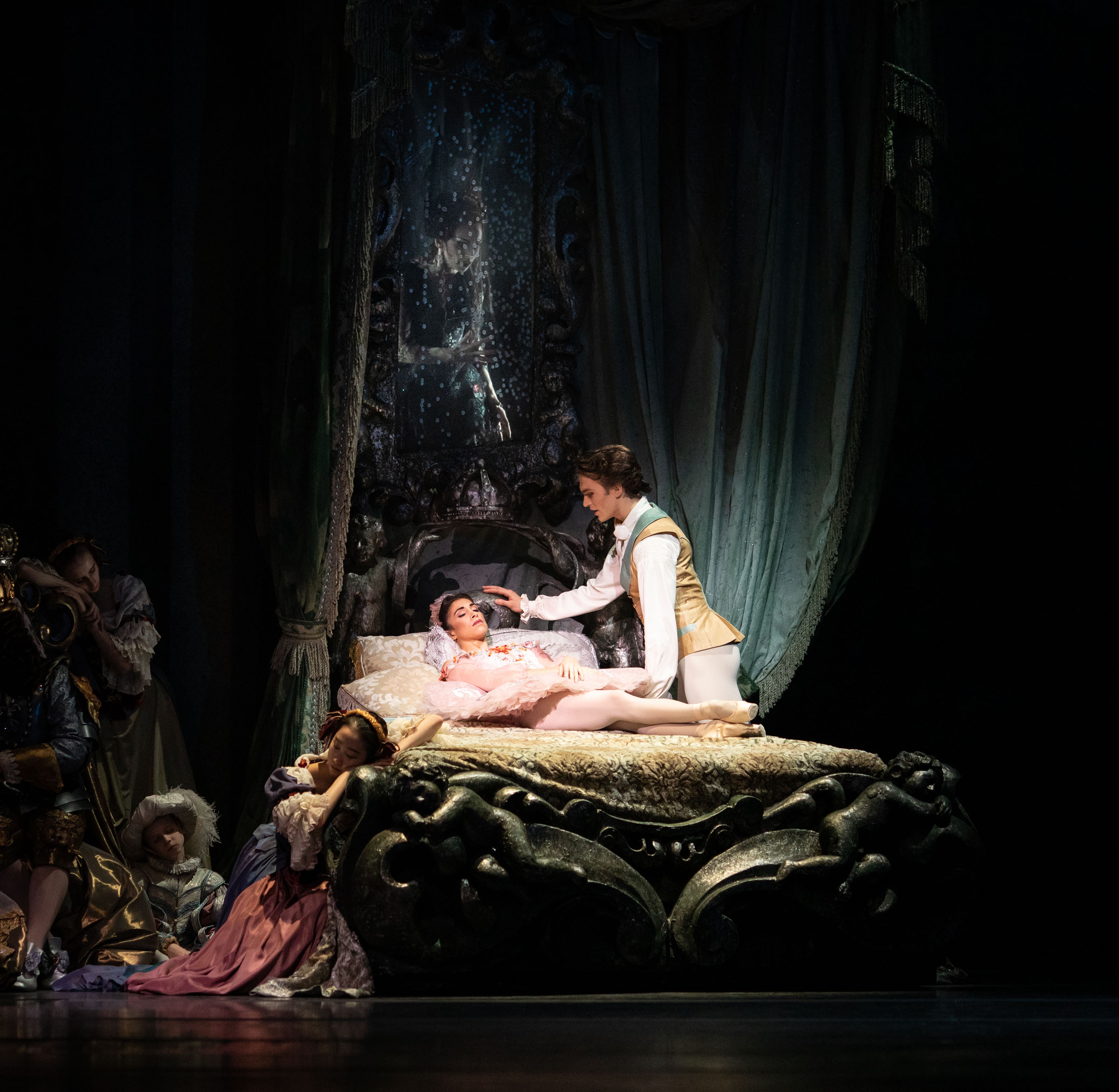 Yasmine Naghdi as Princess Aurora and Matthew Ball as Prince Florimund