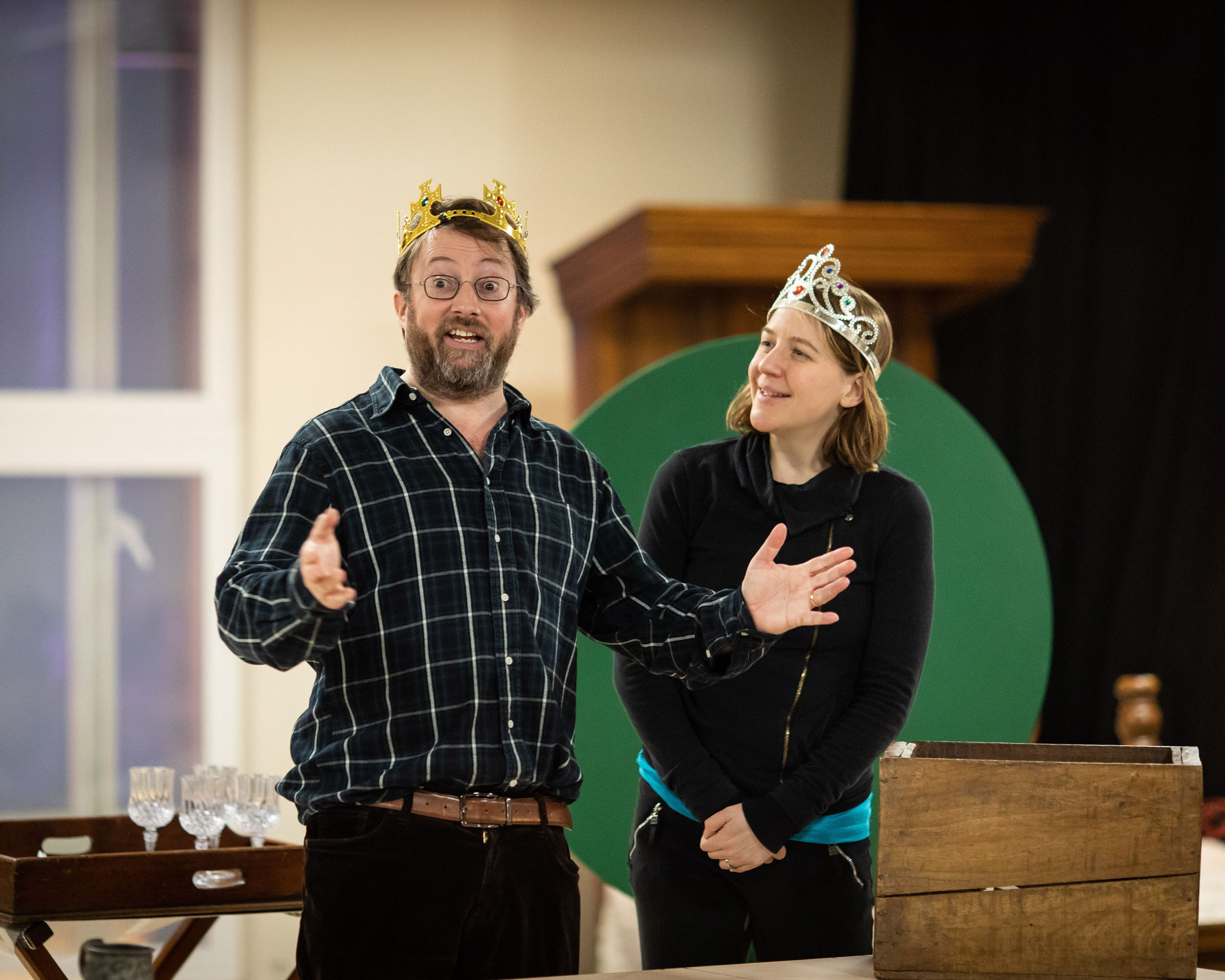 David Mitchell (William Shakespeare) and Gemma Whelan (Kate)