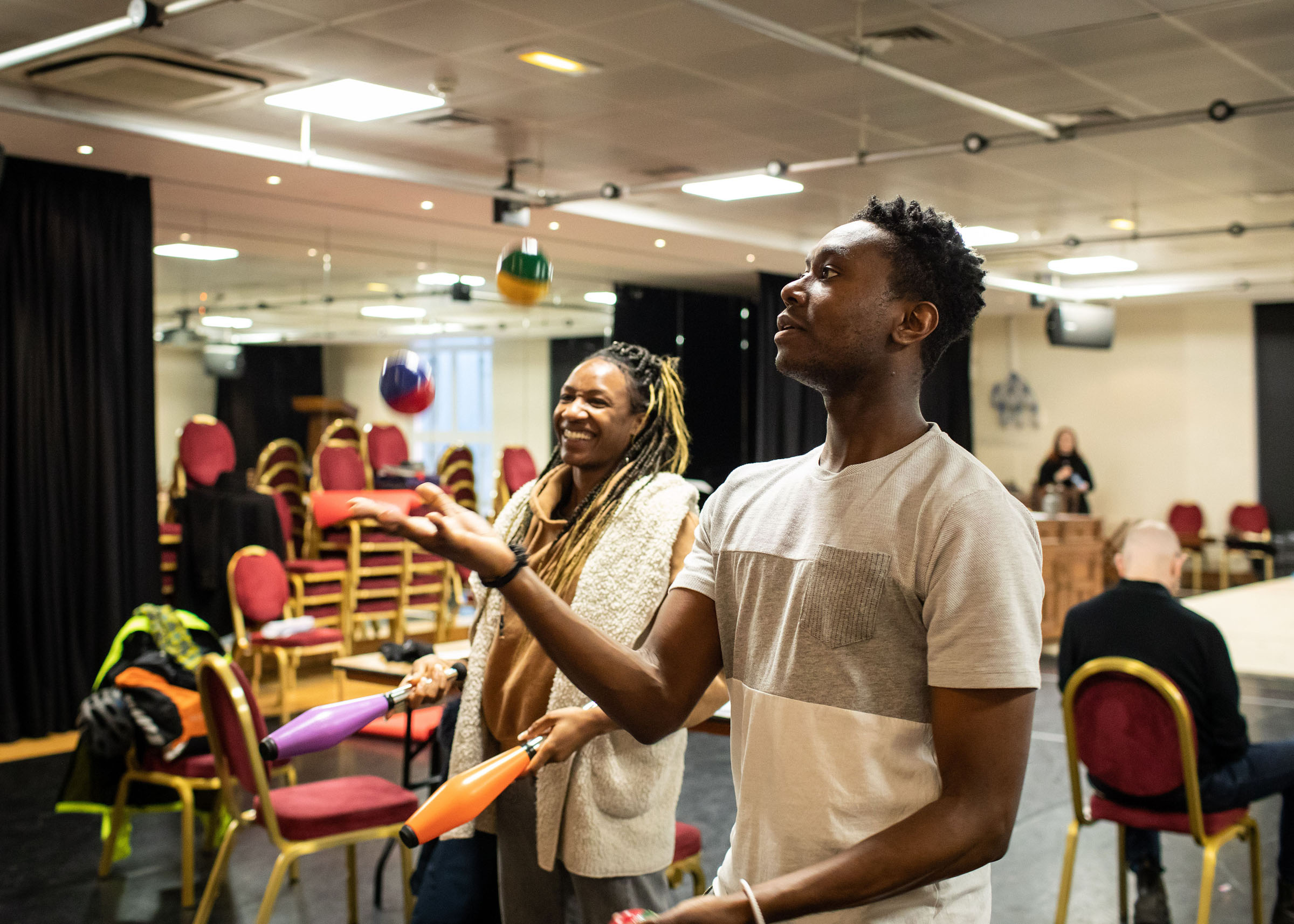 Kimisha Lewis and Reice Weathers juggling in rehearsal for 'The Upstart Crow'