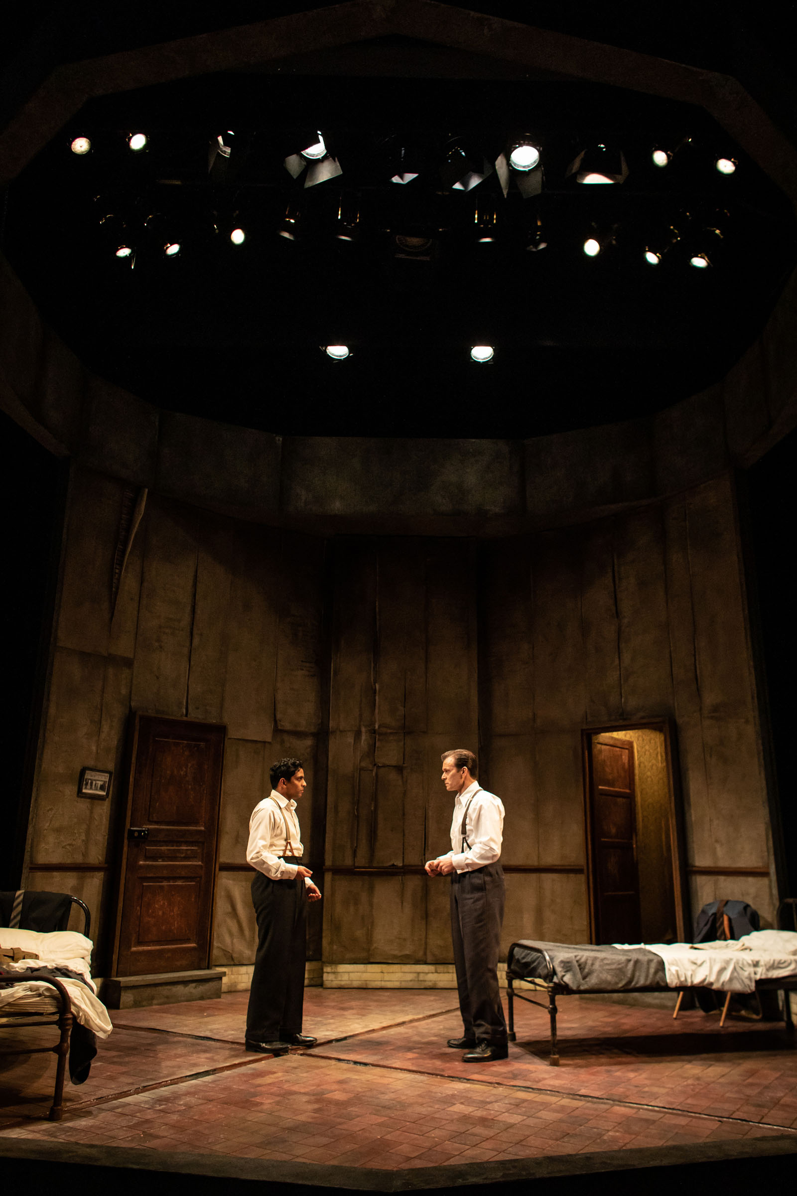 Shane Zaza as Gus and Alec Newman as Ben in The Dumb Waiter at Hampstead Theatre