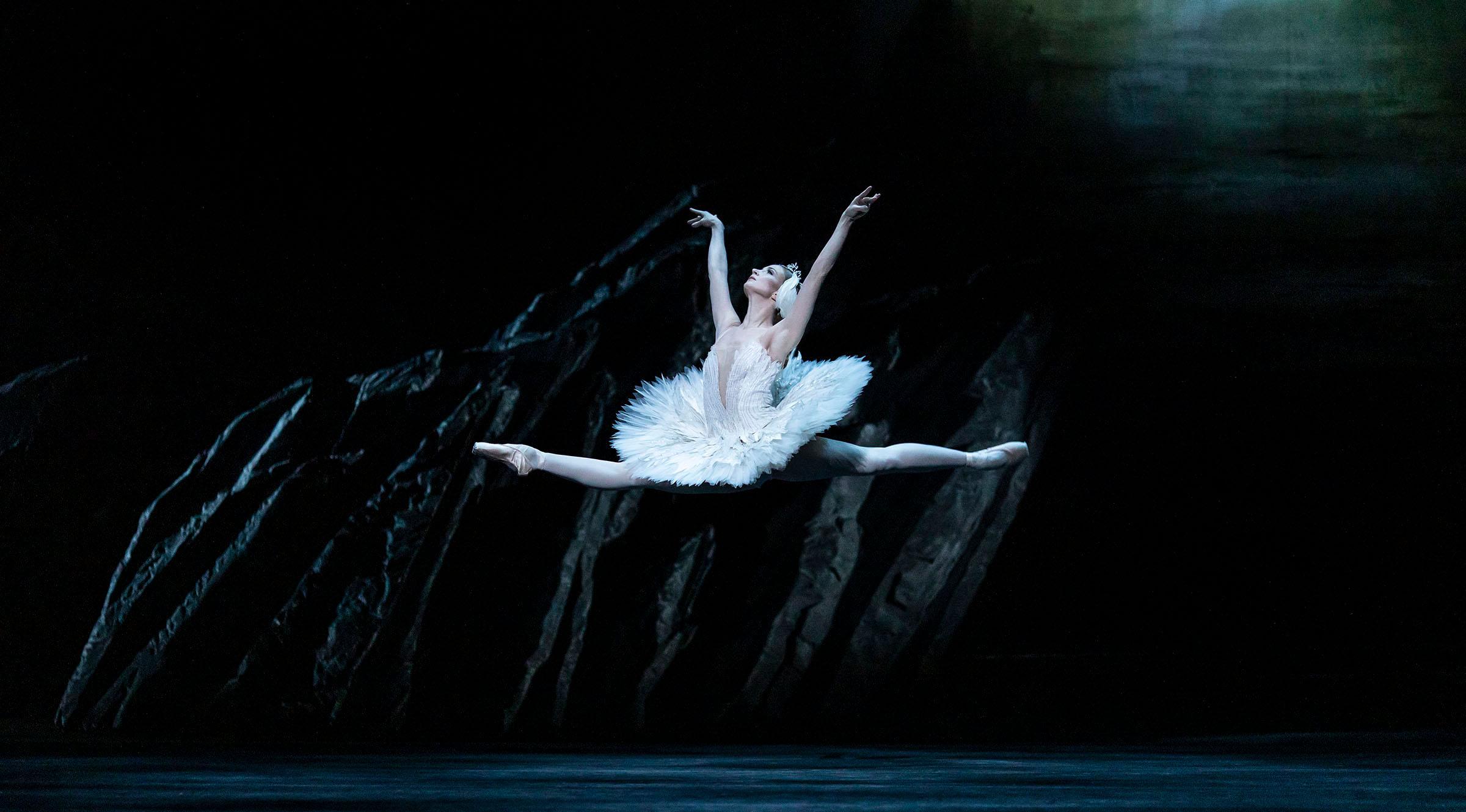 Swan Lake by the Royal Ballet
